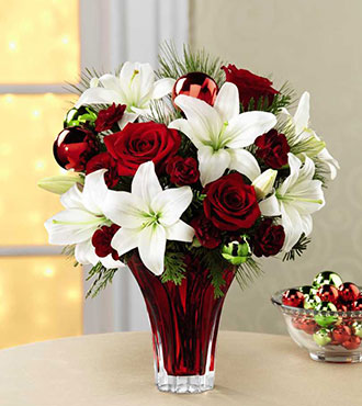 The FTD® Holiday Wishes™ Bouquet